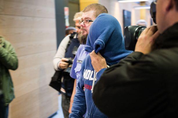 """Syyttäjä vaatii miehelle vankeutta taposta, syytetyn mukaan """"mitään normaalista liikenteestä poikkeavaa ei ole sinä päivänä tapahtunut""""."""