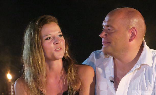 Satu ja Mika ovat nyt kihloissa.