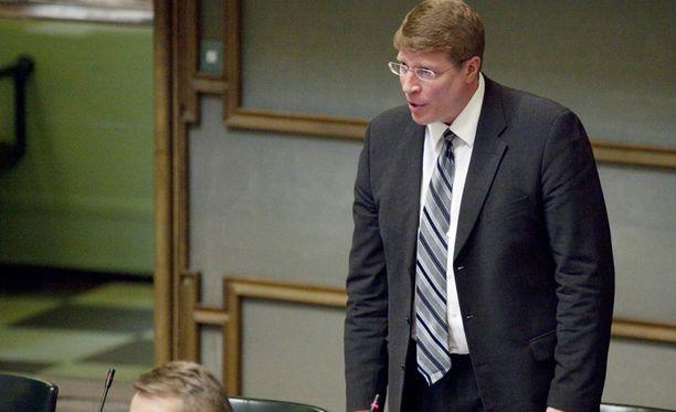 Markku Uusipaavalniemen siirtyminen pois keskustasta, vaikuttaa eduskunnan voimasuhteisiin.