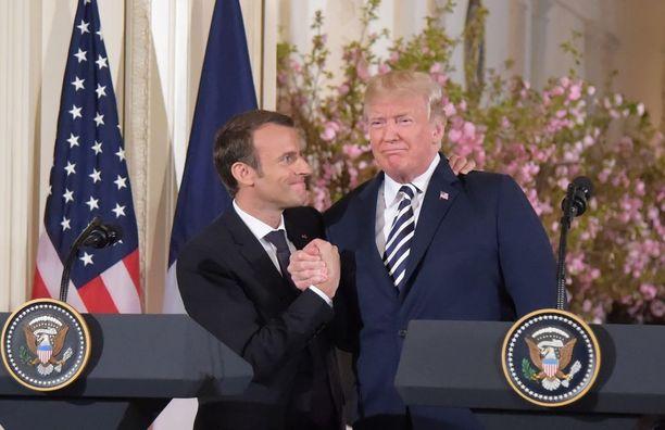 Presidentit olivat yhtä hymyä tiedotustilaisuudessa.