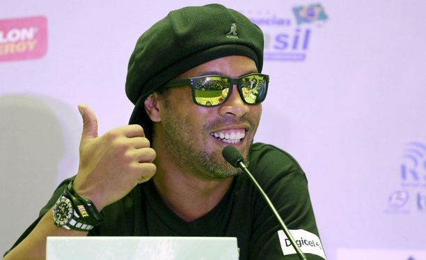 Ronaldinhon lähipiiri ei hyväksy entisen futistähden toimia.