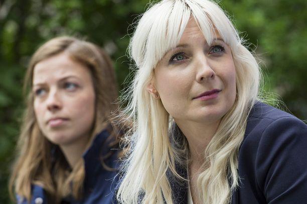 Tuomas Enbusken mielestä todellisia feministejä ovat esimerkiksi Laura Huhtasaari (oik.) ja Li Andersson.