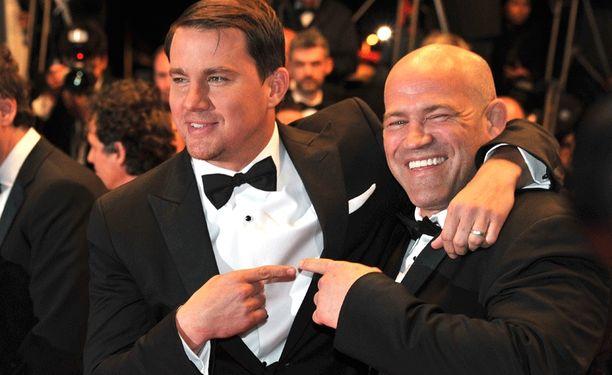 Vielä keväällä Mark Schultz (oik.) poseerasi Foxcatcher-elokuvassa häntä näyttelevän Channing Tatumin vierellä.