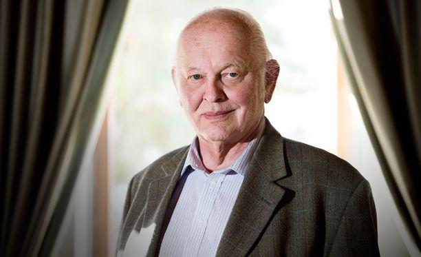 Antti Aarnio-Wihuri sai huimat sakot liikennerikkomuksesta.