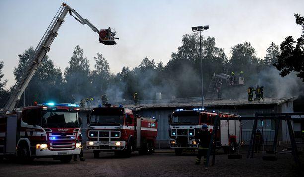 Auroran koulu Espoossa paloi vuonna 2008.