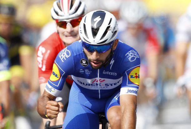 Fernando Gaviria polki eilen voittoon Tourin neljännellä etapilla. André Greipel manasi tappiota hänen takanaan.