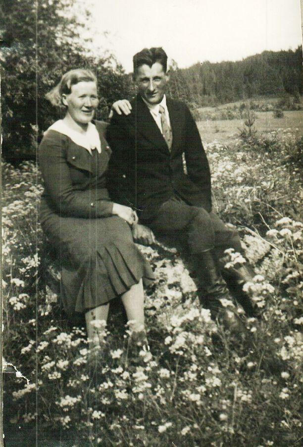 Lyydi ja Sulo Porttikivi kirjoittivat sodan aikana toisilleen satoja kirjeitä.