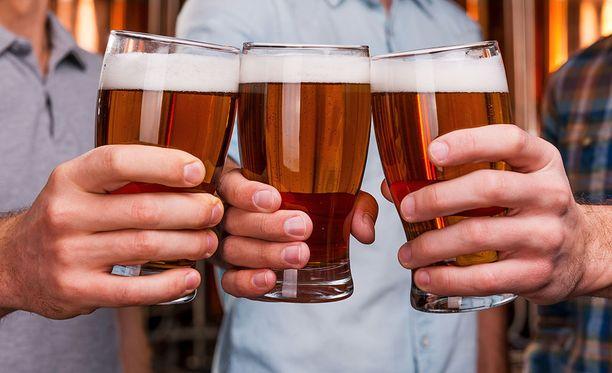 Liikenneturvallisuuden asiantuntija muistuttaa alkoholin nollatoleranssista liikenteessä. Kuvituskuva.