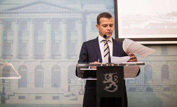 Valtiovarainministeri Petteri Orpo sanoo, että perustuslailliset ongelmat on havaittu jo ennen HS:n sunnuntaista artikkelia.