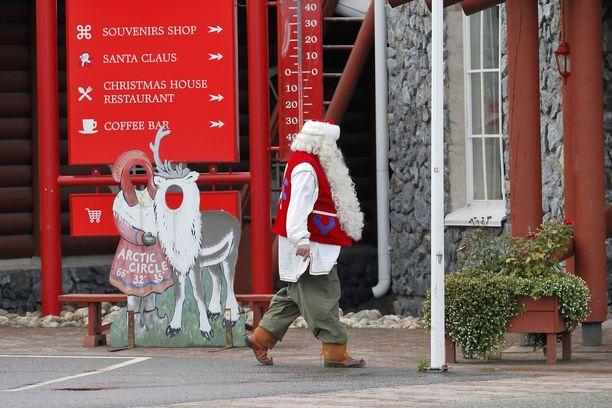 Brittiperheet eivät pääse tänä jouluna tapaamaan joulupukkia Lappiin.