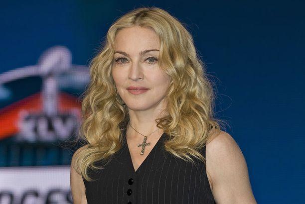 Iltalehden lukijat äänestivät syntisen kappaleen Madonnan parhaaksi.