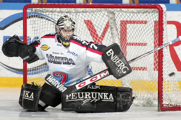 Sinuhe Wallinheimo voitti JYPissä SM-kultaa.