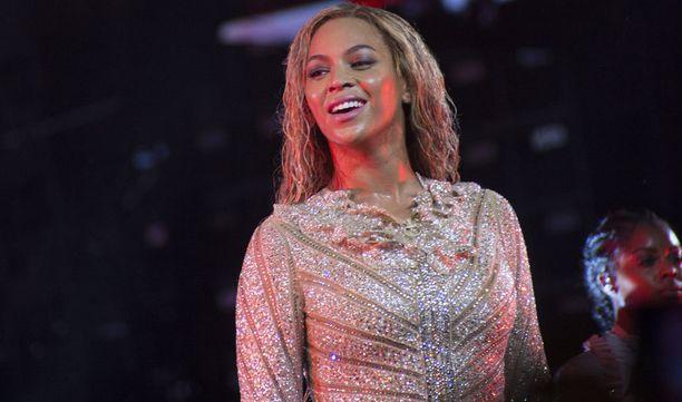 Beyoncé maksoi kirkosta lähes miljoonan.