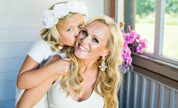 Sirpa Selänne kertoi Yökylässä Maria Veitola -ohjelmassa pitävänsä tärkeänä sitä, että äiti keskittyy ensisijaisesti vanhemmuuteen.