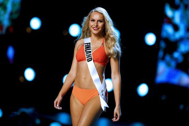Alina Voronkovan bikiniasu oli kaksivärinen.