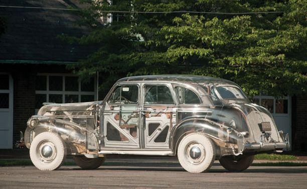 Auto on rakennettu vuoden 1939 Pontiac Deluxe Sixin pohjalle.