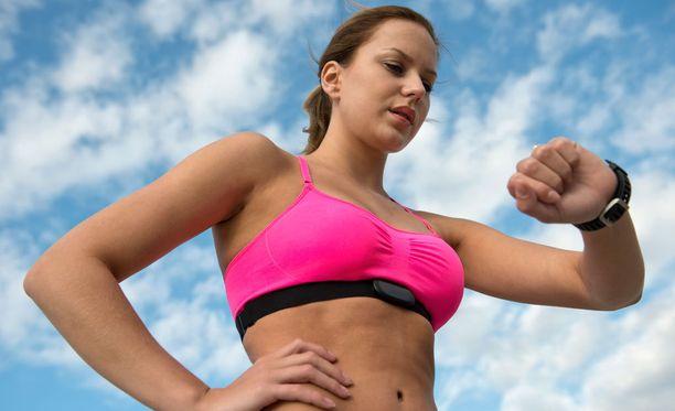 Hikisissä treeneissä käytetyt urheiluliivit tarvitsevat useammin pesua kuin juhlia varten varatut pitsiunelmat.