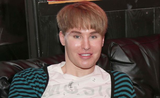 """Tobias """"Toby"""" Sheldon halusi näyttää samalta kuin Justin Bieber."""