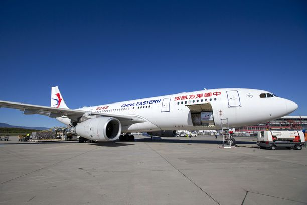 Koronakriisin aikana China Eastern Airlines toi Eurooppaan kasvomaskeja ja terveydenhuollon suojavälineitä.