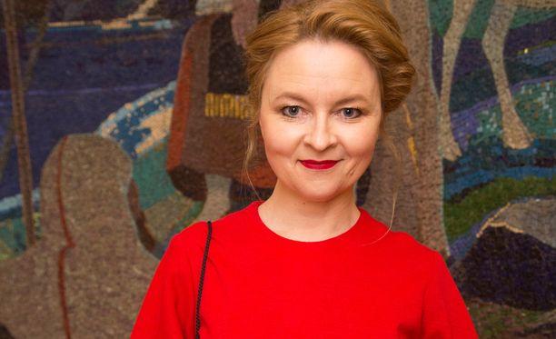 Tietokirjailija Anna Kortelaisen mukaan Viipurin kaupungissa asuvien tavallisten ihmisten arkeen heijastuu maailmanpolitiikka. Ulkomaille ei enää haluta lähteä.