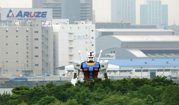 Jättiläisrobotti vartioi Tokiota kahden kuukauden ajan.