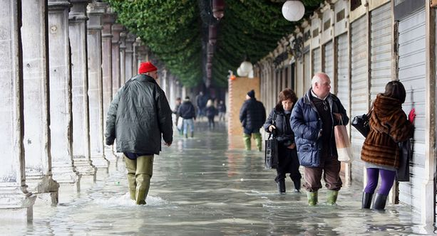 Pohjois-Italiaan on ennustettu lisää sateita, joten tulvia odotetaan kaupunkiin lisää.