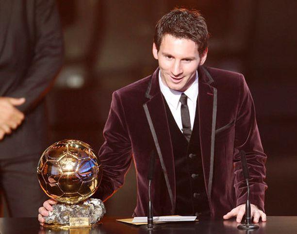 Vuonna 2012 Lionel Messi korkkasi suorastaan tavaramerkiksi muodostuneen viininpunaisen kuosin.