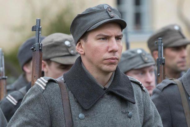 Aku Hirviniemellä on Tuntemattomassa sotilaassa Hietasen rooli.