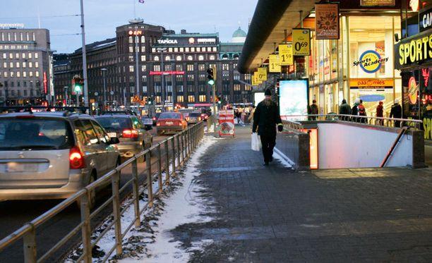 Namu-yökerho sijaitsee niin sanotussa Makkaratalossa vastapäätä Helsingin päärautatieasemaa.