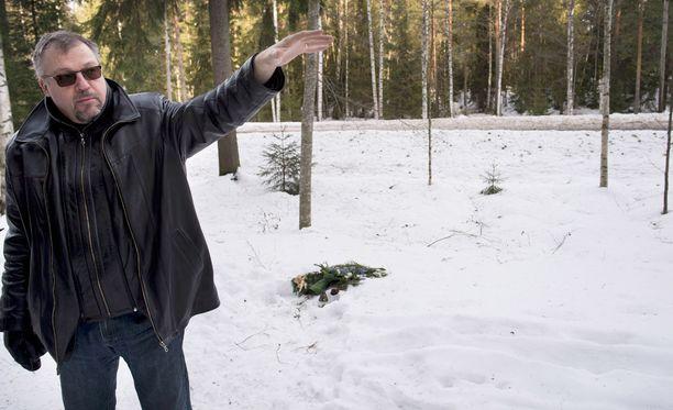 Tutkinnanjohtaja Jari Kinnunen surmapaikalla vuonna 2015.