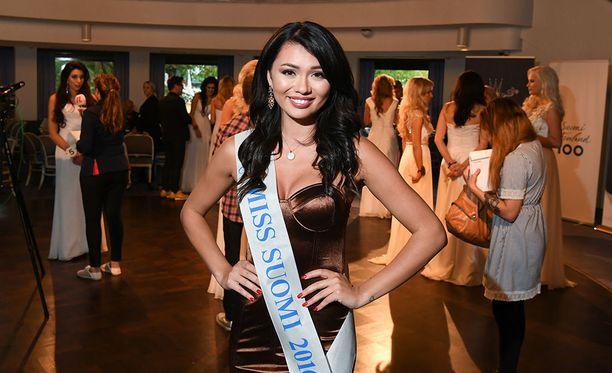 Julkistamistilaisuudessa nähtiin myös vuoden 2016 Miss Suomi Shirly Karvinen.
