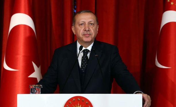 Oppositio pelkää presidentti Recep Tayyip Erdoganin vievän Turkin kohti yhä tiukempaa islamia.
