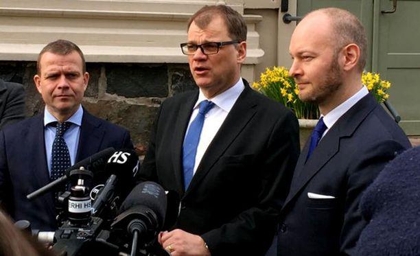 Hallitus esitteli viime viikolla päätöksiä, joita hallitus lähtee edistämään. Kuvassa valtiovarainministeri Petteri Orpo (kok), pääministeri Juha Sipilä (kesk) ja eurooppa- kulttuuri- ja urheiluministeri Sampo Terho (sin) kehysriihen tiedotustilaisuudessa.