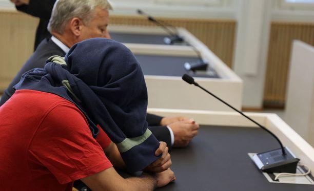 Toinen syytetyistä käräjäoikeudessa syyskuussa.