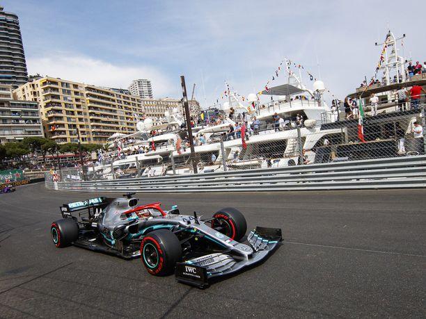 Lewis Hamilton lähtee Monacon GP:hen ykkösruudusta.