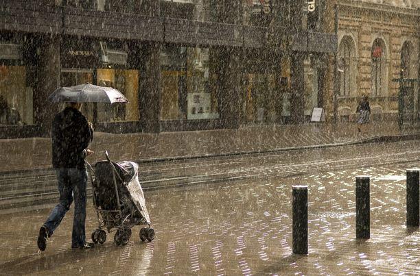 Sää on tänään ja huomenna epävakaista, mutta tiistaiksi poutaantuu ja lämpenee.