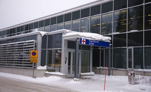Lokakuuta koskevat tilastot paljastavat, että eniten yli kolme kuukautta kestäneitä odotusaikoja oli Uudenmaan ja Pohjois-Pohjanmaan maakuntien alueilla. Uudellamaalla murheenkryyni oli Espoo, jossa kiireetöntä sairaanhoitoa yli kolme kuukautta oli odottanut 128 ihmistä.