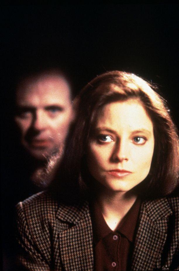 Anthony Hopkins ja Jodie Foster Uhrilampaat-elokuvassa.