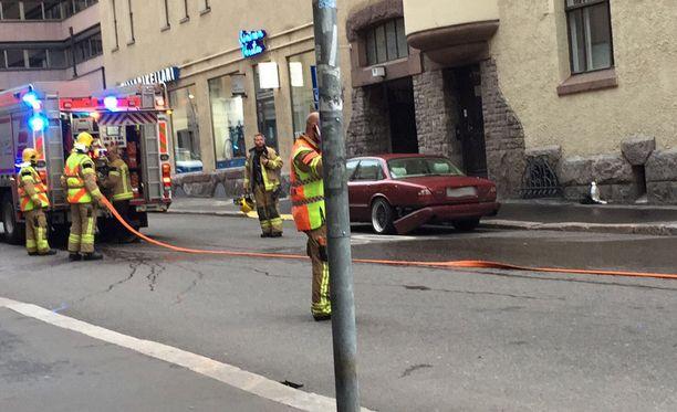 Yliajo tapahtui perjantai-iltana Annankadun ja Lönnrotinkadun kulmassa. Onnettomuudessa kuoli yksi ihminen ja loukkaantui neljä. Loukkaantuneiden vammat eivät ole poliisin mukaan vakavia.