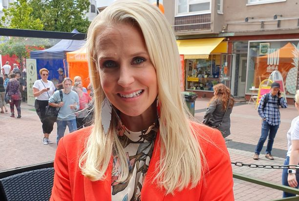 Joanna Kuvaja on tunnettu suomalainen televisiojuontaja.