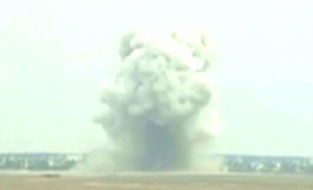 """""""Kaikkien pommien äiti"""" testiräjäytyksessä vuonna 2003."""