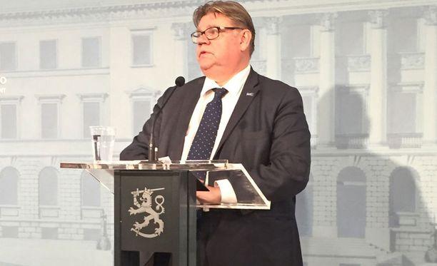 Ulkoministeri Timo Soini (ps) esitteli perjantaina hallituksen tuoretta ulko- ja turvallisuuspoliittista selontekoa.