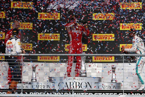 Kimi Räikkönen otti pitkästä aikaa huikkaa GP-voittajana.