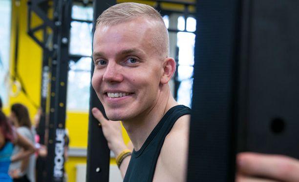 Elastisella on oma TFW Helsinki -kuntosali, joka myös vilahtaa uudella videolla.