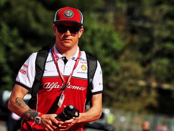 Kimi Räikkönen on yltänyt Alfa Romeolla neljästi pisteille, ja elämä tuntuu hymyilevän 39-vuotiaalle F1-veteraanille.