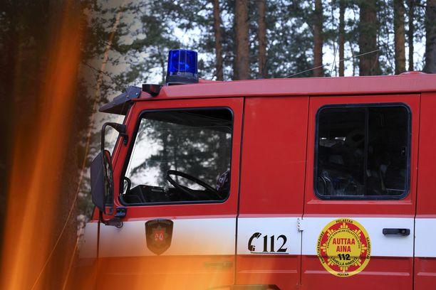 Pelastustoimen mediapalvelun mukaan palopaikalla oli seitsemän pelastuslaitoksen yksikköä. Kuvituskuva.