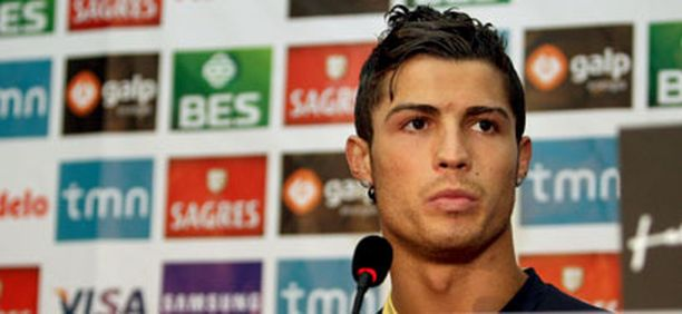 Cristiano Ronaldo Portugalin EM-ryhmän tiedotustilaisuudessa.
