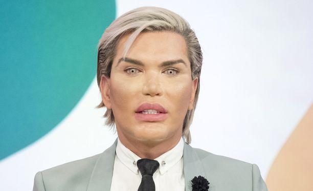 Ihmis-Ken on ollut kymmenissä kauneusleikkauksissa.