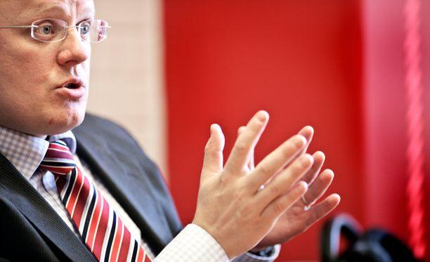 Mikko Alkio vakuuttaa, että hallitus pyrkii hyvään yhteistyöhön ay-liikkeen kanssa.