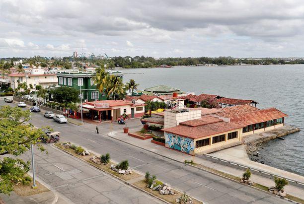 Aaltoja saattaa syntyä satojen kilometrien päähän maanjäristyspaikasta. Kuvassa Kuuban Cienfuegos.